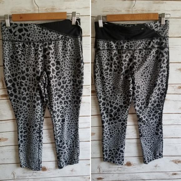 Nike Pants - Nike Dri-fit Crop Leggings